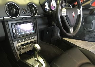 Pioneer headunit upgrade in porsche